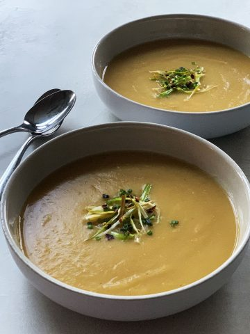 Potato Leek Soup Recipe with Crispy Leeks & Chili Pepper Flakes {Vegan} - made creamy by pureeing ingredients and mixing with coconut milk. An easy-to-make everyday soup made a little more special topped with crispy leeks, chili pepper flakes and chives.