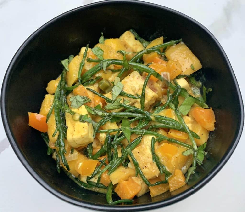 Mango Thai-fu plated in a black bowl